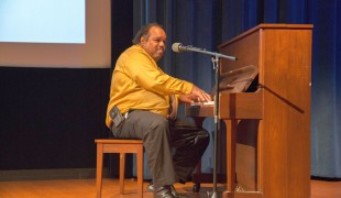 Daryl Davis wows the crowd with his virtuoso piano playing.