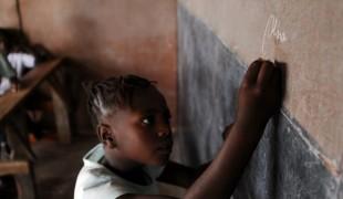Madagascar: sensibilisation sur la scolarisation par les radios locales