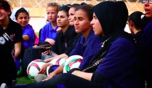 Ana La'abah: I am a girl and a football player